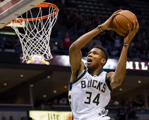 Giannis Dunk 2.PNG